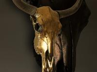 jak-schedel-in-antique-bronze-metalic-op-sokkel