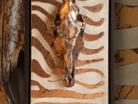 wandpaneel-met-zebra-schedel-in-metalic-koper